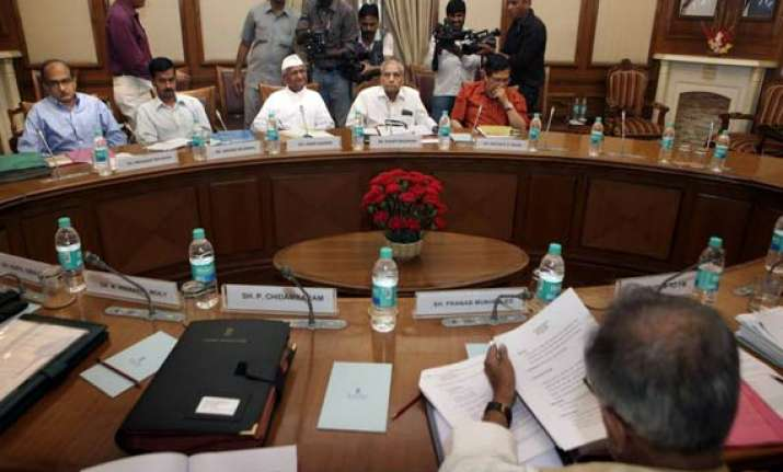 govt opposes inclusion of pm in lokpal bill