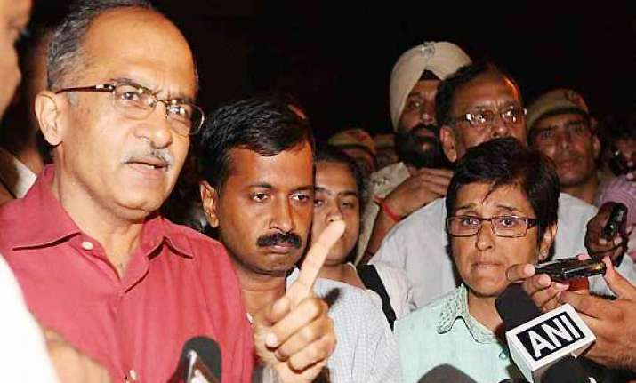 govt resolution on lokpal issue opposed by team anna