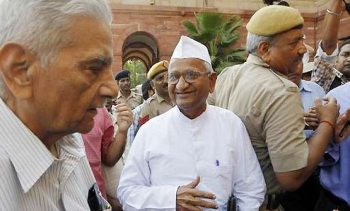 govt should withdraw lokpal bill team hazare tells par panel