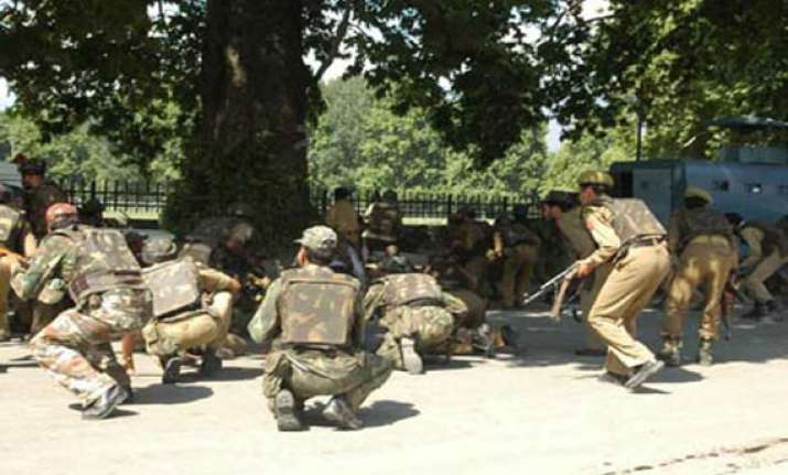 militants attack police post in kashmir decamp with rifles