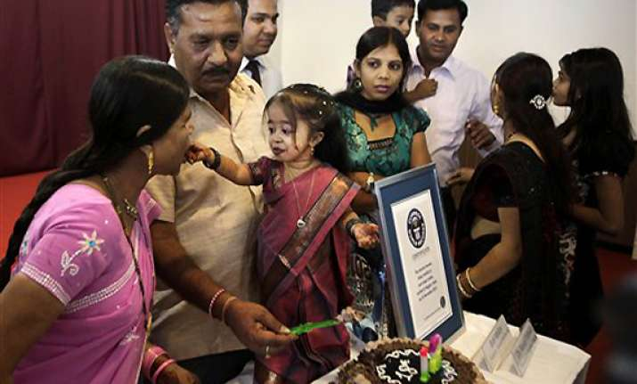 guinness measures world s shortest woman in india