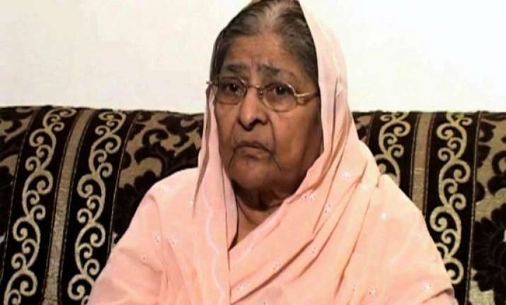 guj riots sc asks sit if documents can be given to zakia