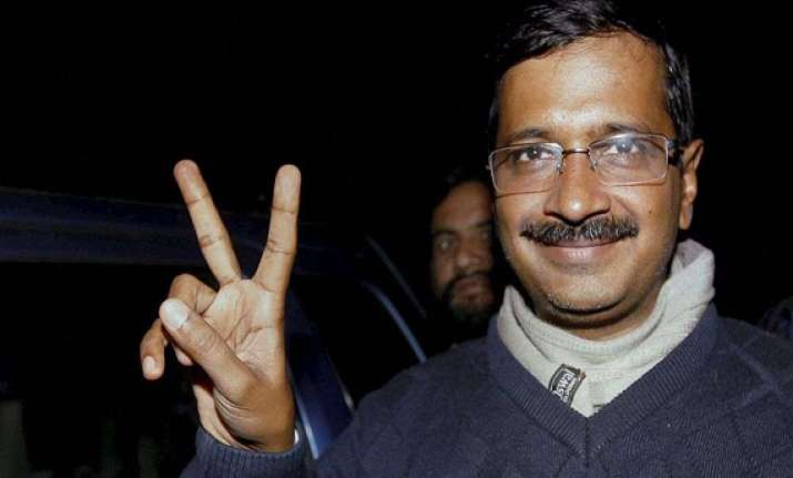 gujarat court issues notice to kejriwal for code breach