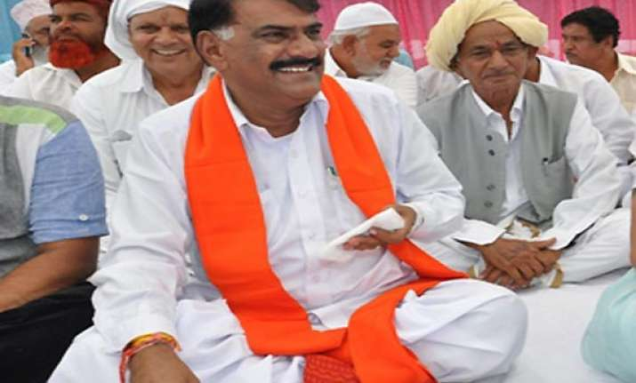 gujarat minister ahir s slip of tongue describes kutch as