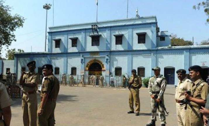 gujarat releases 285 prisoners on gandhi jayanti