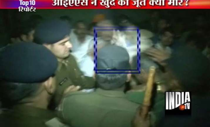 gurgaon ias officer beats himself with his shoes during