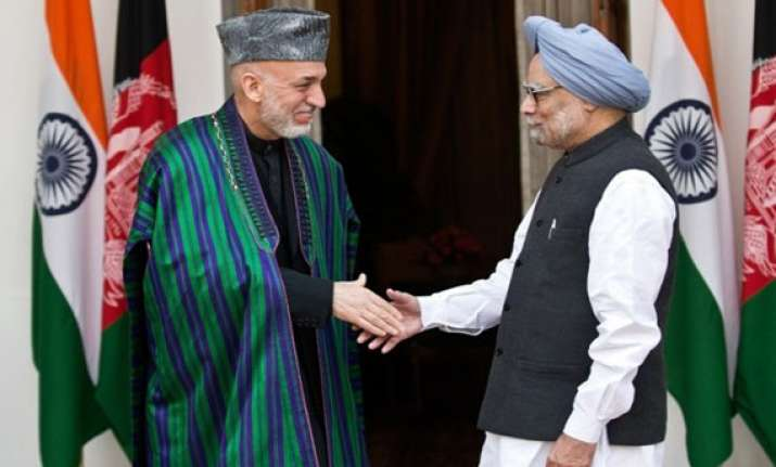 hamid karzai meets pm urges indian companies to invest in