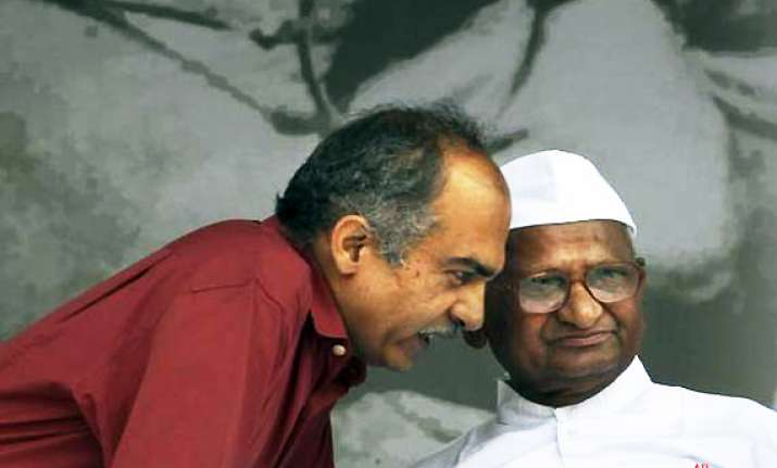 hazare attacks bhushan s kashmir remark says i m ready to
