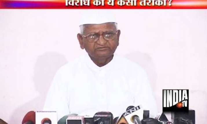 hazare condemns attacks on aide prashant bhushan