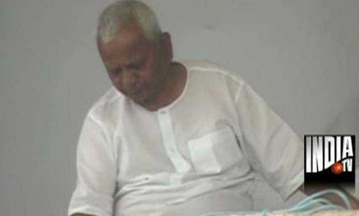 hazare fast enters 12th day doctors worried