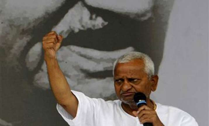 hazare gives chalo delhi call to supporters
