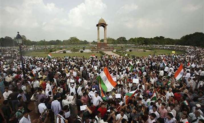 hazare supporters swamp vvip area near parliament