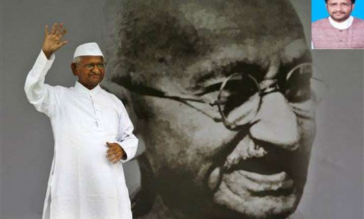 hazare version of lokpal submitted by cong mp to par panel