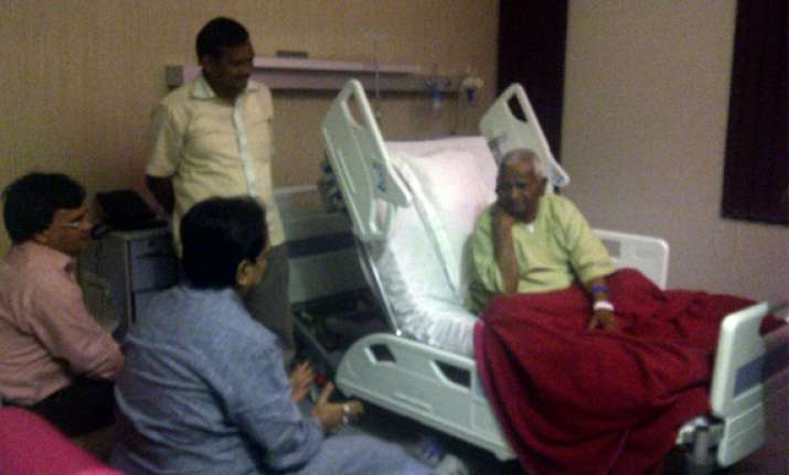 hazare gets get well soon message from pm