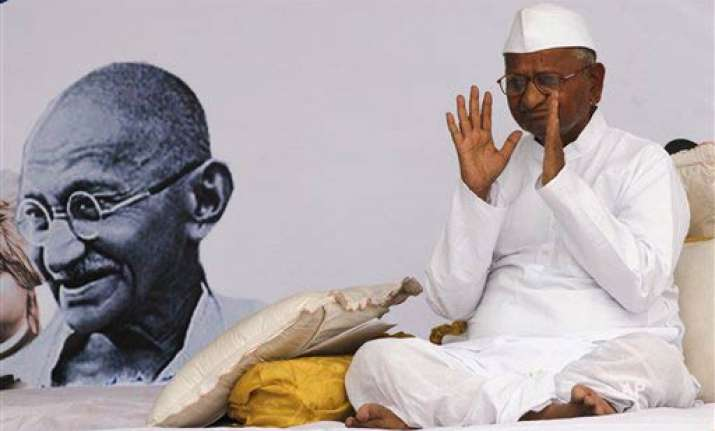 hazare s former army boss salutes him for his courage