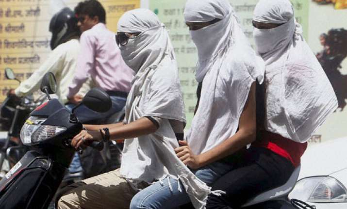 heat makes scorching debut in north delhi touches 42 dc