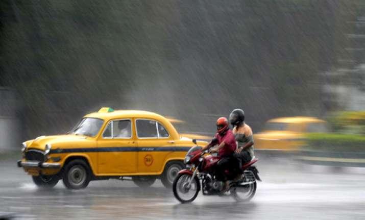 heavy rainfall in kolkata city waterlogged