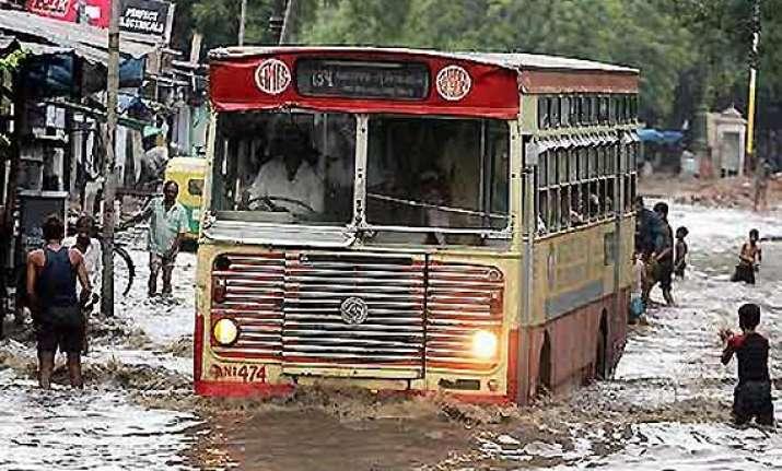 heavy rains lash gujarat 2 000 people evacuated in bharuch