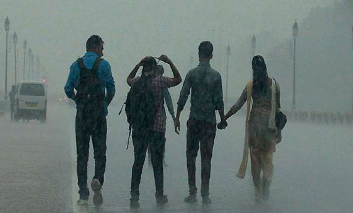 heavy rains lash delhi on friday morning