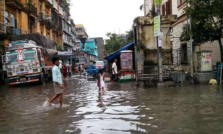 heavy torrential rains throw life off gear in kolkata
