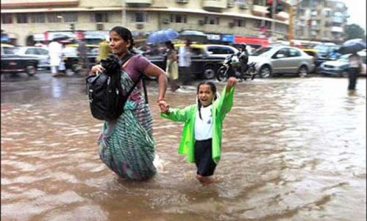 heavy rains lash mumbai thane 4 dead