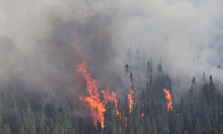 heavy forest fire engulfs loc belt in poonch mines explode