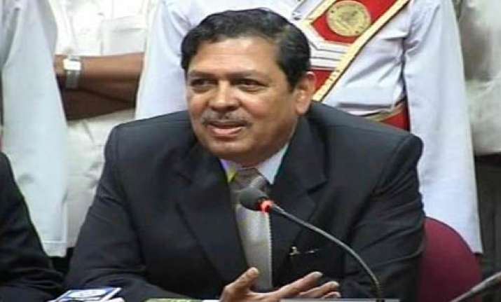 hegde to continue in lokpal committee