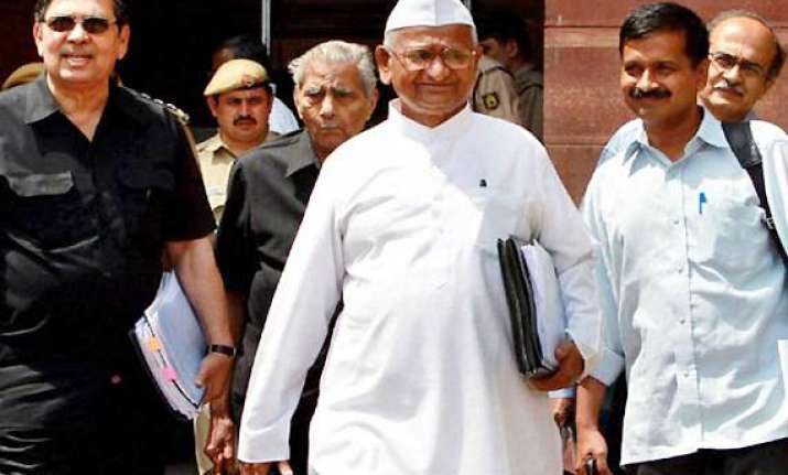 hegde not in favour of hazare sitting on fast
