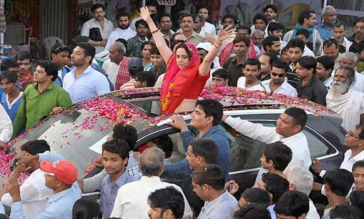 hema malini concealed her educational qualification