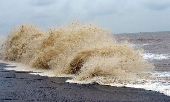 high tide in digha lakhs evacuated from bengal s coastal