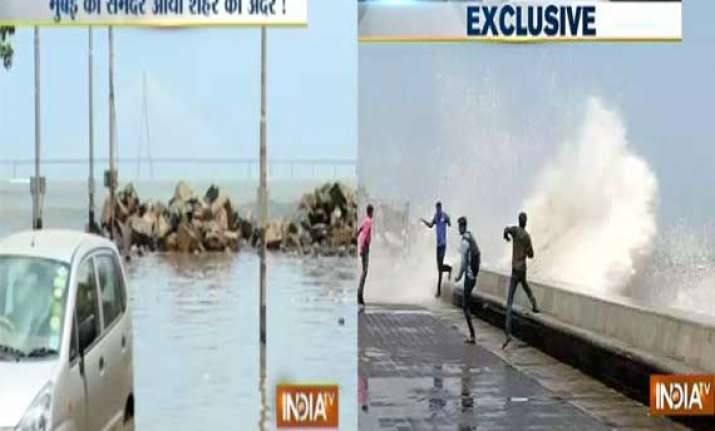 high tides in mumbai city suffers from water logging