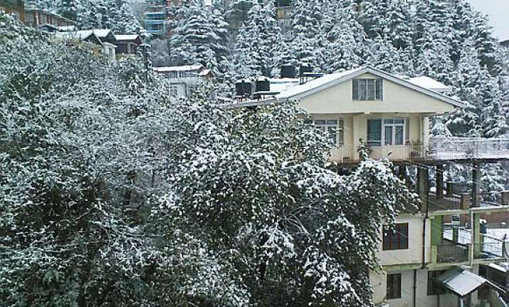 hills near shimla manali get season s first snow