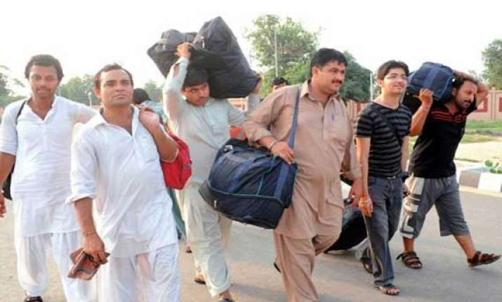 5 000 hindus from pakistan migrating annually to india