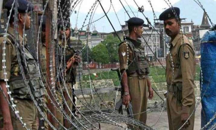 hizbul divisional commander arrested in kashmir