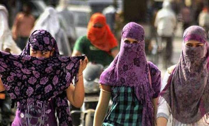 hot sunny saturday in delhi