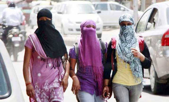 hottest day in delhi as temperature touches 44.7 degrees