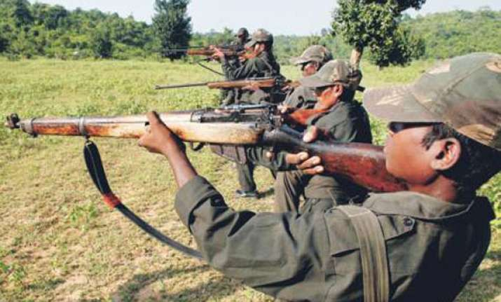 hundreds of maoists attack police station in gaya