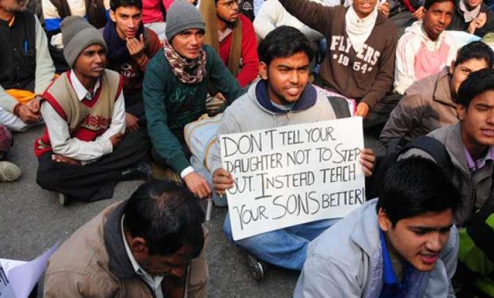 delhi gangrape victim cremated protests continue at jantar