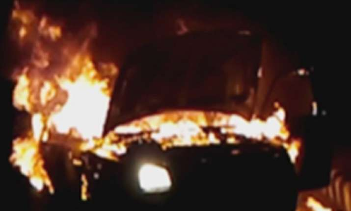 hyundai accent car catches fire in delhi