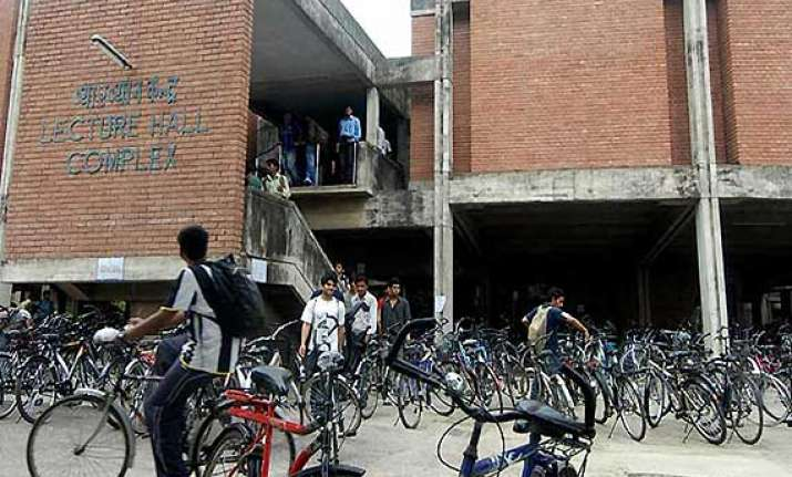 iit kanpur rejects common test proposal to go it alone