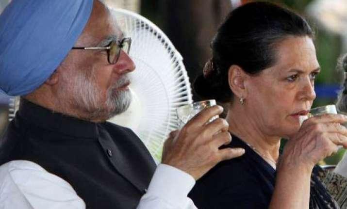 i am not helpless says manmohan