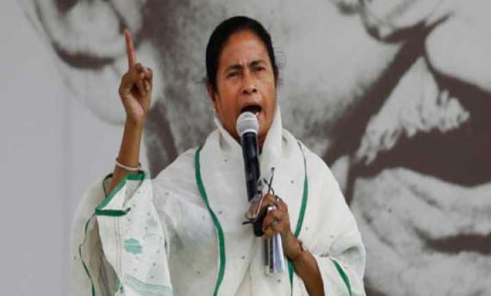 in bengal mamata threatens to rock delhi as modi says he