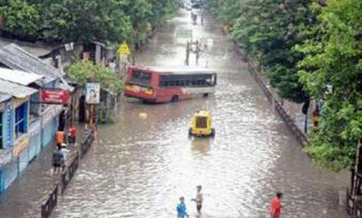 incessant rains throw life out of gear in bengal 6 killed