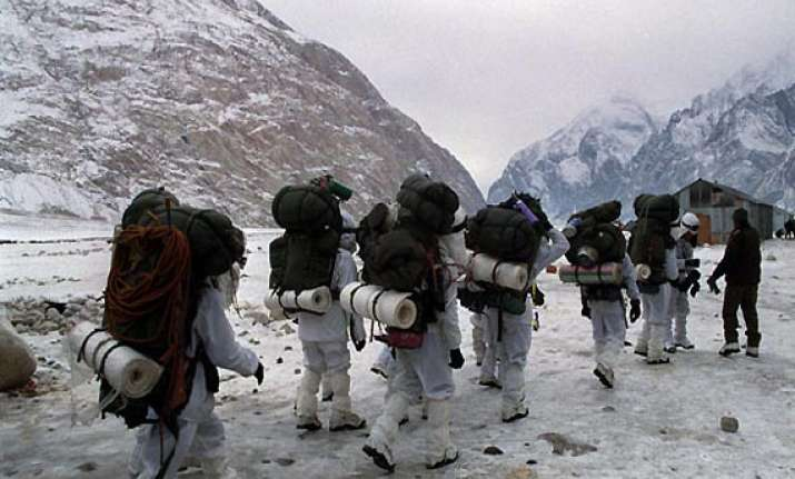 india flags off another expedition to siachen
