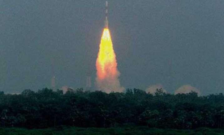 india s mars orbiter crosses half way mark on journey to