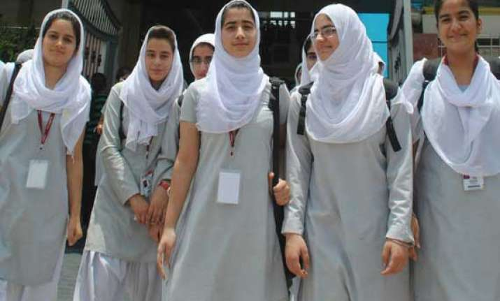 india ticks off pakistan for inviting kashmiri students for