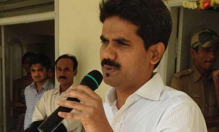transfer ias officer d k ravi case to cbi sonia gandhi