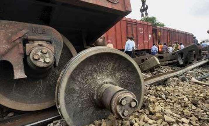 12 bogies of a goods train derails near chiplun