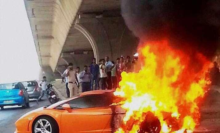 lamborghini catches fire driver escapes unhurt