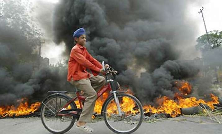 militants ask sikhs in valley to embrace islam or leave